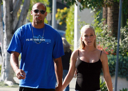 Kendra Wilkinson expecting a son